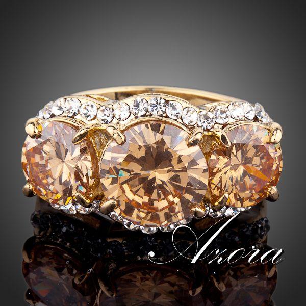 Массивное кольцо «Сокровище» (бренд-AZORA) с тремя камнями Сваровски янтарного цвета купить. Цена 290 грн
