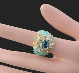 Бирюзовое кольцо «Астра» в виде цветка с голубым камнем Сваровски купить. Цена 250 грн или 785 руб.