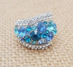 Стильное кольцо «Марина» с синими, голубыми и бирюзовыми камнями Сваровски купить. Цена 260 грн