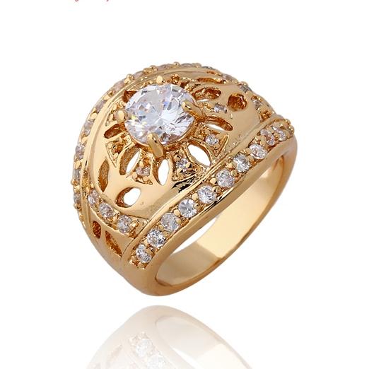 Старинное кольцо с бесцветными фианитами и покрытием из жёлтого золота купить. Цена 225 грн
