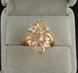 Красивое кольцо с прозрачными цирконами и 18-ти каратной позолотой купить. Цена 175 грн или 550 руб.