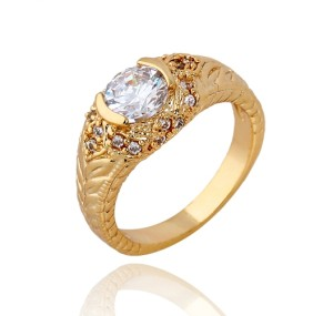 Небольшое кольцо с фианитами и 18-ти каратным золотым напылением купить. Цена 170 грн