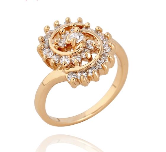 Необычной формы кольцо с золотым напылением и мелкими фианитами купить. Цена 185 грн