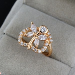Интересное кольцо с цветком, прозрачными фианитами и золотым покрытием купить. Цена 180 грн