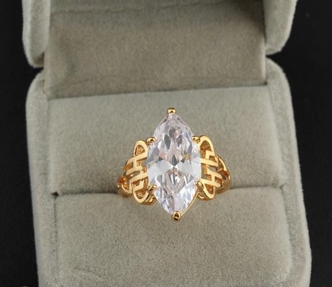 Крупное кольцо из прозрачного циркона с напылением арабским золотом купить. Цена 230 грн
