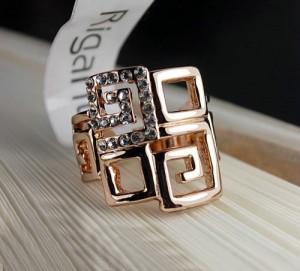 Красивое кольцо «Греция» (бренд-ITALINA) с камнями Сваровски и золотым покрытием купить. Цена 280 грн или 875 руб.