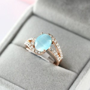 Нежное кольцо «Водопад» (бренд-ITALINA) с голубым камнем кошачий глаз, стразами Сваровски и позолотой купить. Цена 280 грн или 875 руб.