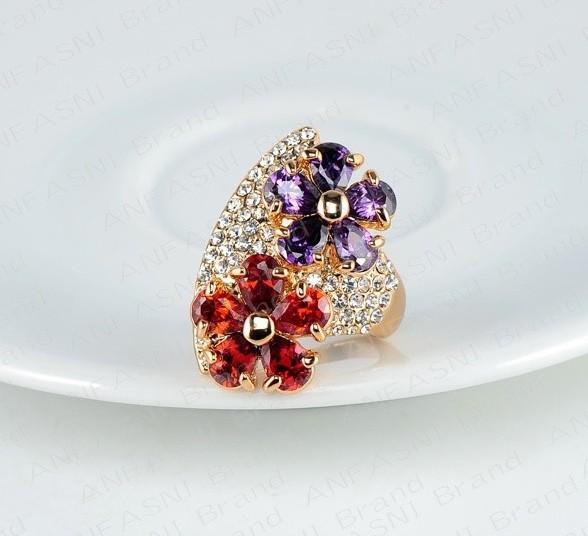 Крупное кольцо «Поляна» с цветами из красных и фиолетовых камней Сваровски и с позолотой купить. Цена 275 грн