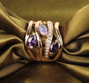 Широкое кольцо «Волнение» (бренд-ITALINA) с фиолетовыми камнями Сваровски и золотым покрытием купить. Цена 220 грн