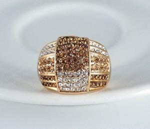 Крупное кольцо «Милан» (бренд-ITALINA) с золотым напылением и стразами Сваровски купить. Цена 160 грн