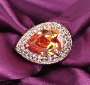 Большое кольцо «Романов» (бренд-ITALINA) с крупным камнем Сваровски янтарного цвета и позолотой купить. Цена 180 грн или 565 руб.
