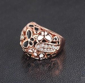 Черно-белое кольцо «Бабочки» с золотым напылением и стразами Сваровски купить. Цена 165 грн