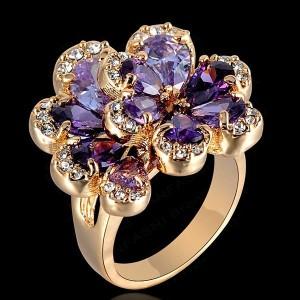 Великолепное кольцо «Незабудки» с фиолетовыми камнями Swarovski и позолотой купить. Цена 270 грн или 845 руб.