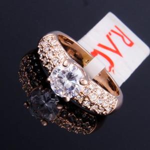 Ювелирное кольцо «Светское» с крыглым камнем Сваровски и золотым покрытием купить. Цена 260 грн