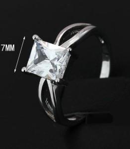 Простое кольцо «Синьора» с прямоугольным фианитом и платиновым напылением купить. Цена 145 грн