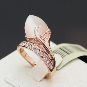 Необычной формы кольцо «Бутон» (бренд-Viennois) с опалом, кристаллами Сваровски и позолотой купить. Цена 280 грн