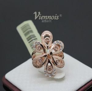 Красивое кольцо «Камилла» (бренд-Viennois) с камнями Сваровски и покрытием из розового золота купить. Цена 330 грн