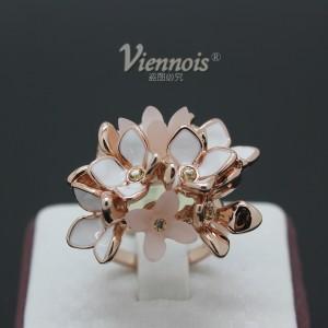 Роскошное кольцо «Букет» (бренд-Viennois) с белой эмалью, золотым покрытием и камнями Сваровски купить. Цена 340 грн