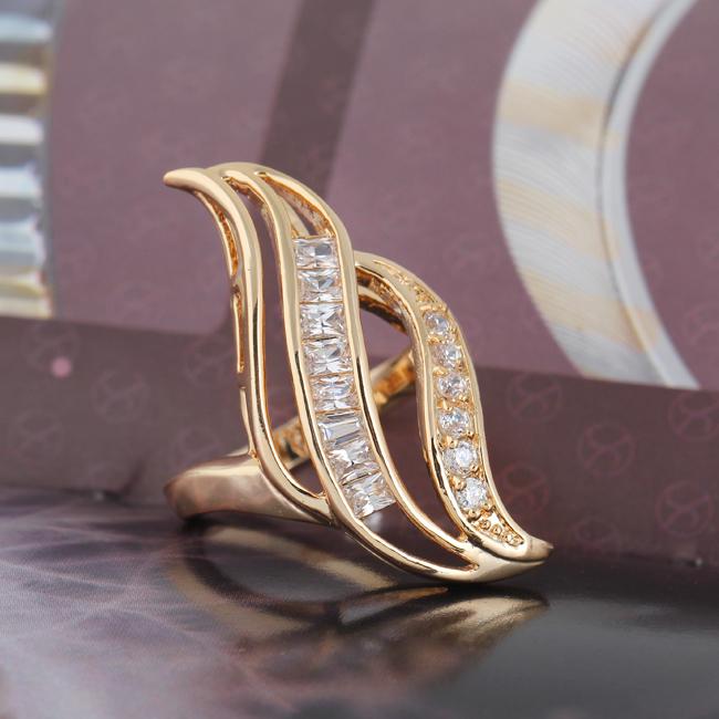 Великолепное кольцо с 18-ти каратной позолотой и бесцветными цирконами купить. Цена 240 грн
