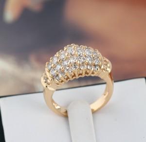 Ослепительное позолоченное кольцо, усыпанное граненными фианитами купить. Цена 240 грн или 750 руб.