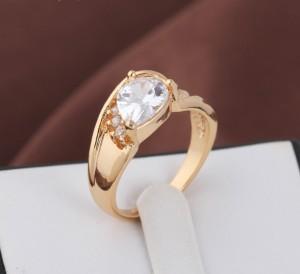 Чудесное кольцо с овальным камнем и 18-ти каратным напылением арабским золотом купить. Цена 185 грн
