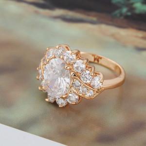 Крупное кольцо с большим фианитом в центре, покрытое жёлтым золотом купить. Цена 250 грн