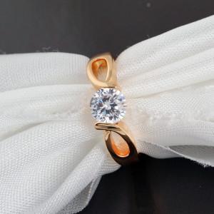 Простое кольцо с круглым фианитом и золотым покрытием желтым золотом купить. Цена 135 грн или 425 руб.