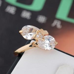 Необычное кольцо с двумя камнями в форме капли и золотым покрытием фото. Купить