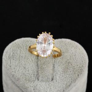 Старинное кольцо с крупным фианитом овальной формы и 18-ти каратной позолотой фото. Купить