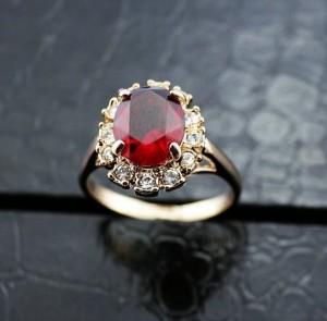 Классическое кольцо «Рубиновое» (бренд-ITALINA) с красным камнем Сваровски и золотым напылением купить. Цена 180 грн