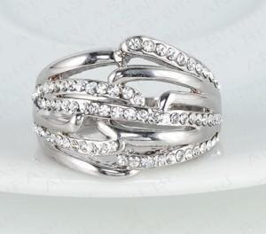 Красивое кольцо «Терновник» с напылением из белого золота и с кристаллами Сваровски купить. Цена 240 грн