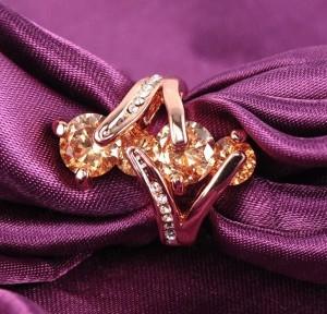 Позолоченное кольцо «Наида» необычной формы с камнями Сваровски янтарного цвета купить. Цена 245 грн