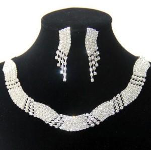 Свадебный комплект «Алмазная дорожка» с серёжками и ожерельем из страз купить. Цена 199 грн или 625 руб.