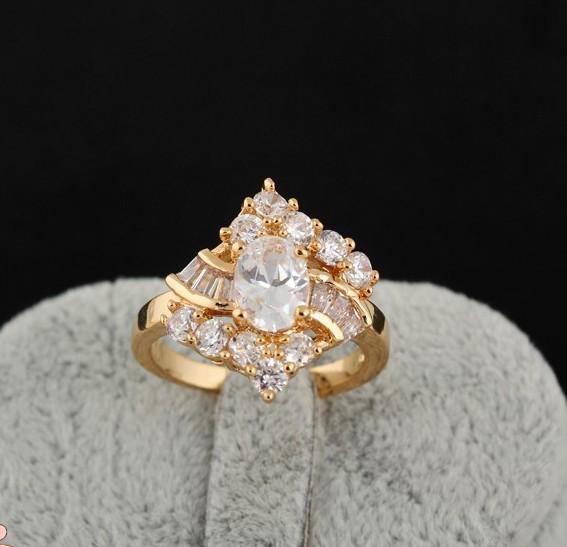 Очень красивое кольцо в виде ромба с фианитами и золотым напылением купить. Цена 265 грн
