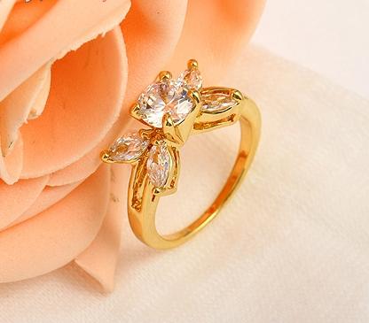Молодёжное кольцо с цветком из фианитов и напылением арабским золотом купить. Цена 170 грн