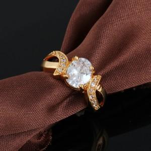 Обычное кольцо с овальным камнем и напылением из жёлтого золота фото. Купить