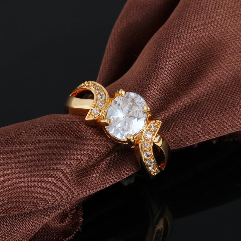 Обычное кольцо с овальным камнем и напылением из жёлтого золота купить. Цена 180 грн