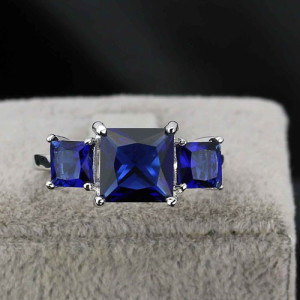 Синее кольцо «Тристан» с фианитами и напылением из белого золота купить. Цена 180 грн или 565 руб.