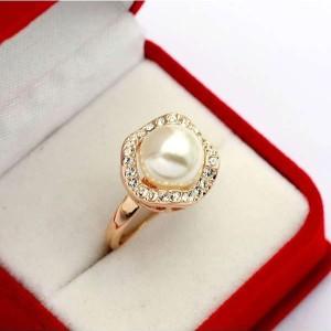 Прекрасное кольцо «Premium Жемчуг» (ITALINA) с крупной жемчужиной, стразами Сваровски и золотым покрытием купить. Цена 215 грн