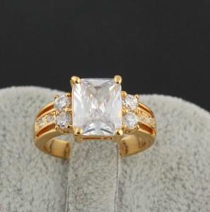 Строгое кольцо с крупным прямоугольным камнем и 18-ти каратным золотым покрытием купить. Цена 220 грн