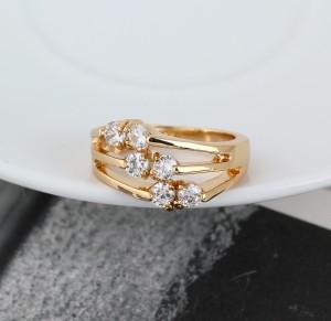 Милое колечко с небольшими цирконами и покрытием из жёлтого золота фото 1