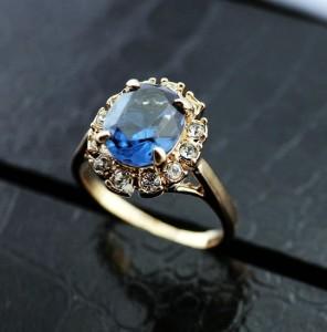 Классическое кольцо «Топаз» с синим камнем Сваровски и золотым напылением купить. Цена 180 грн