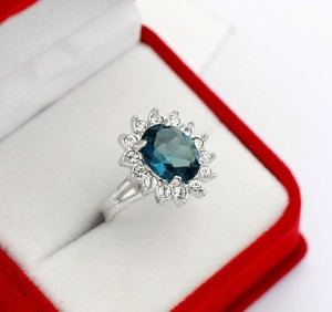 Свадебное кольцо «Топаз в белом» (бренд-ITALINA) с синим камнем Сваровски и покрытием под платину купить. Цена 180 грн