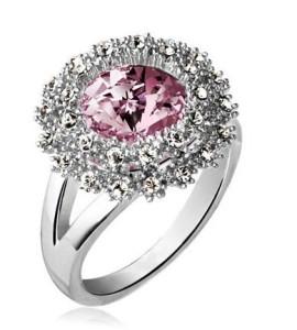 Элегантное кольцо «Юлия» с розовым камнем и покрытием под платину купить. Цена 160 грн или 500 руб.