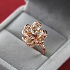 Оригинальное кольцо «Хрустальная роза» (ITALINA) с хрустальными лепестками и золотым покрытием купить. Цена 210 грн или 660 руб.