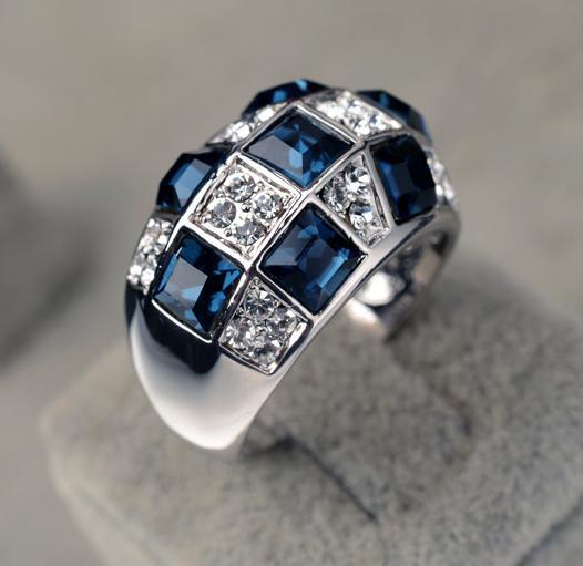 Очень красивое кольцо «Айсберг» (бренд-ITALINA) с синими камнями Сваровски и покрытием из белого золота купить. Цена 299 грн