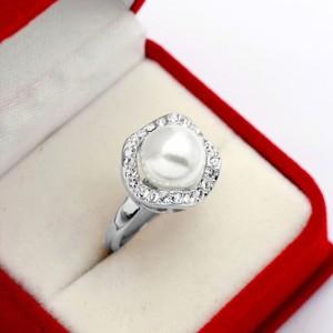 Изящное кольцо «Premium Жемчуг» (бренд-ITALINA) с белой жемчужиной, стразами Сваровски и золотым покрытием купить. Цена 215 грн