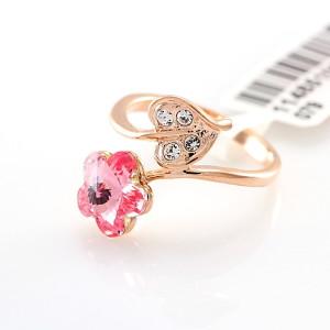 Интересное кольцо «Нежность» (бренд-ITALINA) с цветком из розового камня Сваровски и позолотой фото. Купить