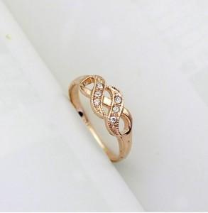 Маленькое кольцо «Бесконечность» (бренд-ITALINA) со стразами Сваровски и 18-ти каратной позолотой купить. Цена 180 грн