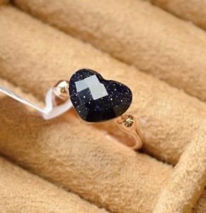 Романтичное кольцо «Индиана» (бренд-ITALINA) с чёрным авантюрином в виде сердца и позолотой купить. Цена 130 грн или 410 руб.